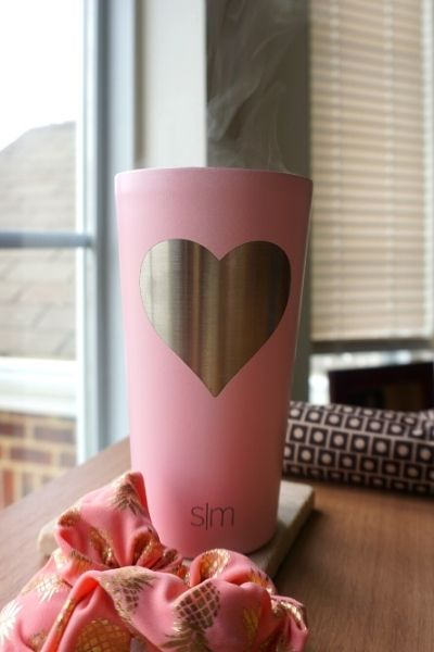 Perfect to keep your drinks as cold or as hot as possible, especially during those long work days - Simple Modern Hot or Cold Tumbler | Sincerely Yasmin